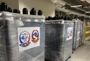 Nepalis sent 560 oxygen cylinders from the Gulf countries