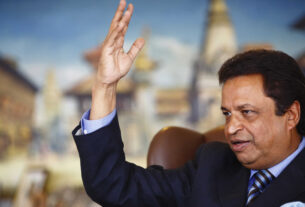How much money does billionaire Binod Chaudhary earn in an hour?